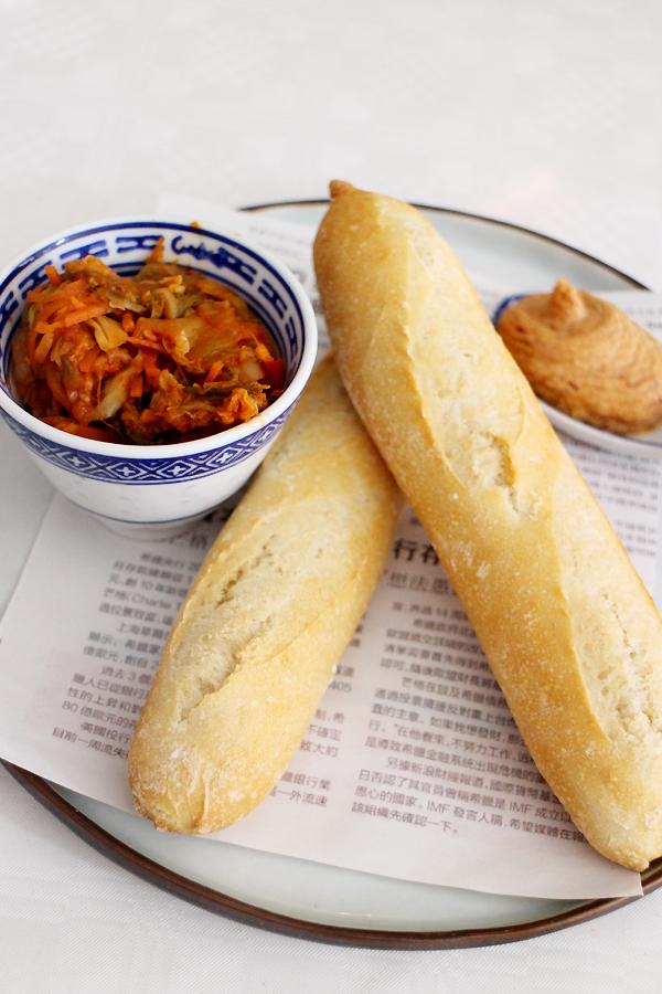Mini baguettes met kimchi en vegetarische paté
