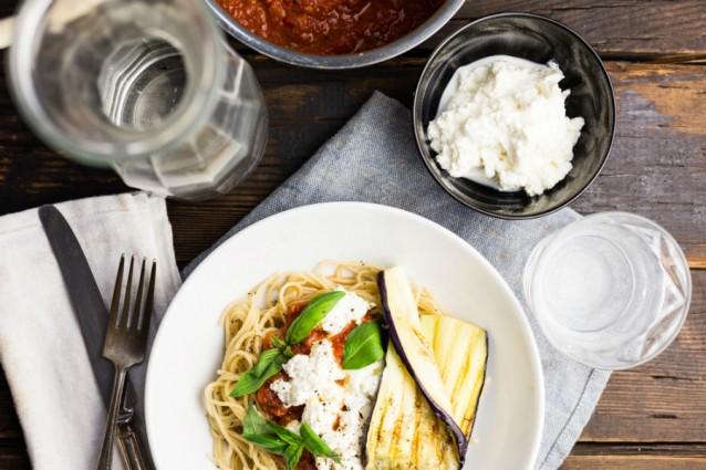 KMA Spaghetti met tomatensaus geroosterde aubergine 2