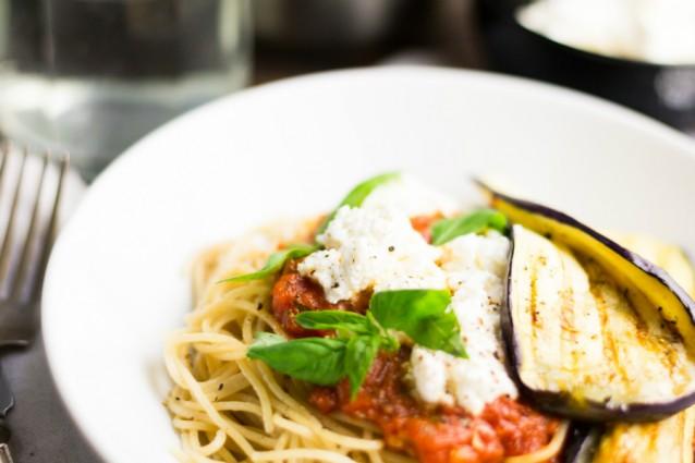KMA Spaghetti met tomatensaus geroosterde aubergine 3