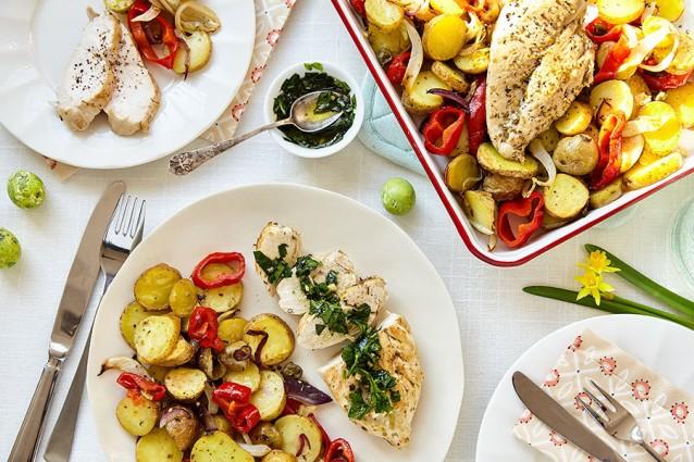 Gebakken kip voor het gehele gezin (met ovengroenten en kruidenolie)