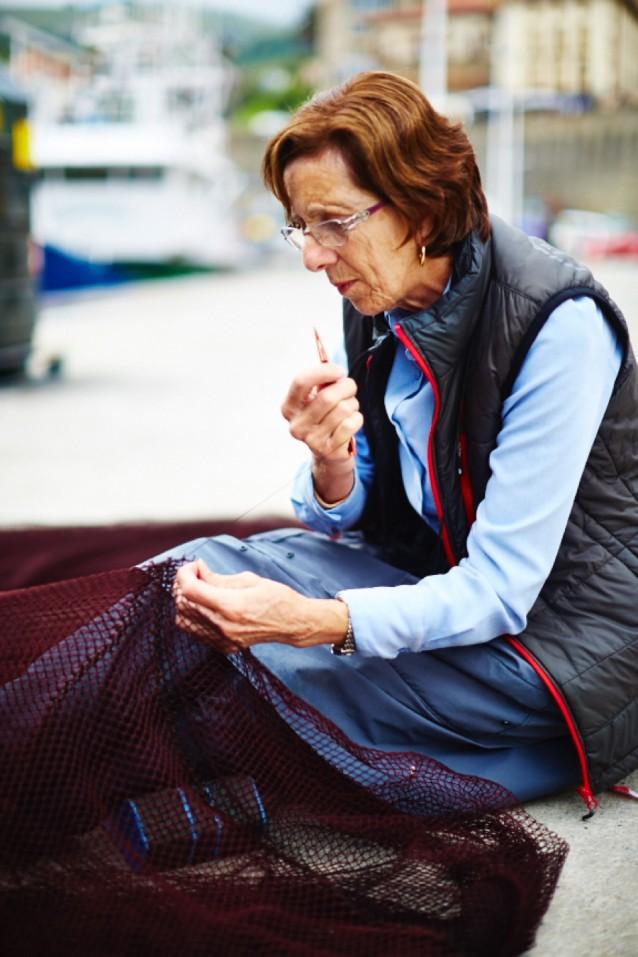 De vrouwen maken de netten in Getaria