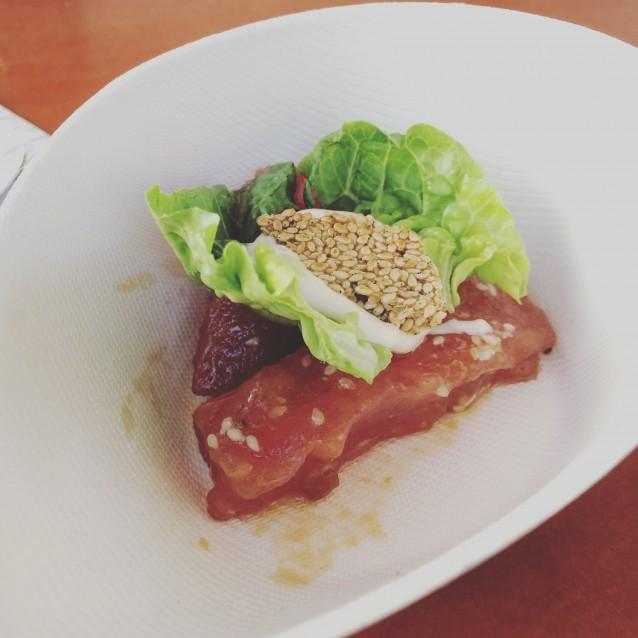 Sashimi van tonijn met sesam, soja en wasabi