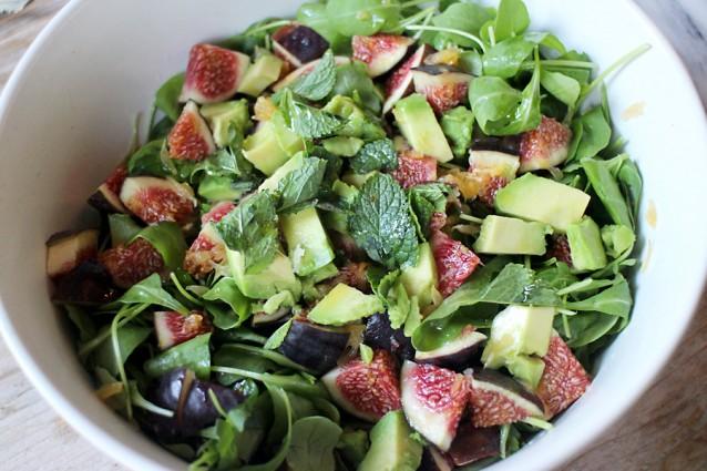 Rucolasalade met verse vijgen, sinaasappel en avocado