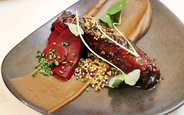 Beef short rib met cème van gerookt bier en mierikswortel