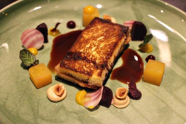 Tosti van foie gras met Madeira, zoetzure bietjes en hazelnoot