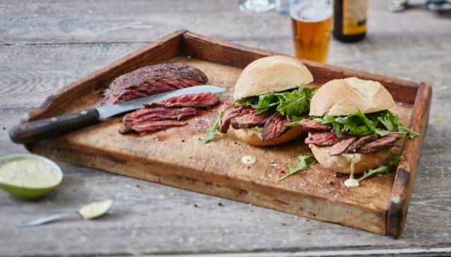 Sandwich bavette Umami_GoodFoodBook_gerecht_MarcusPolman