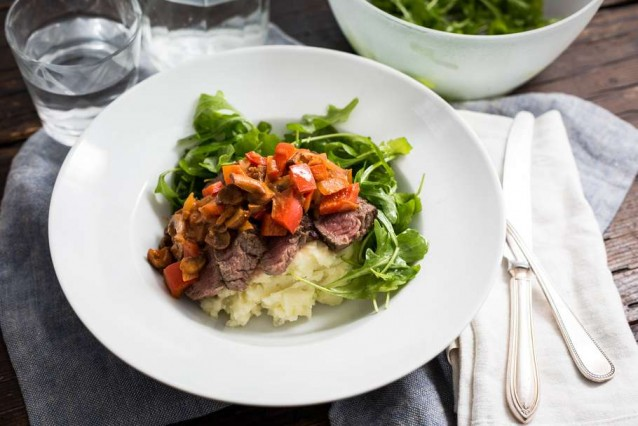 biefstuk-stroganoff-met-aardappelpuree-en-rucola