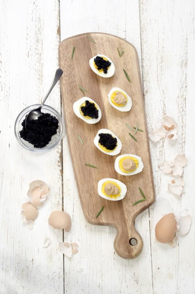 Gevulde eieren kaviaar stock