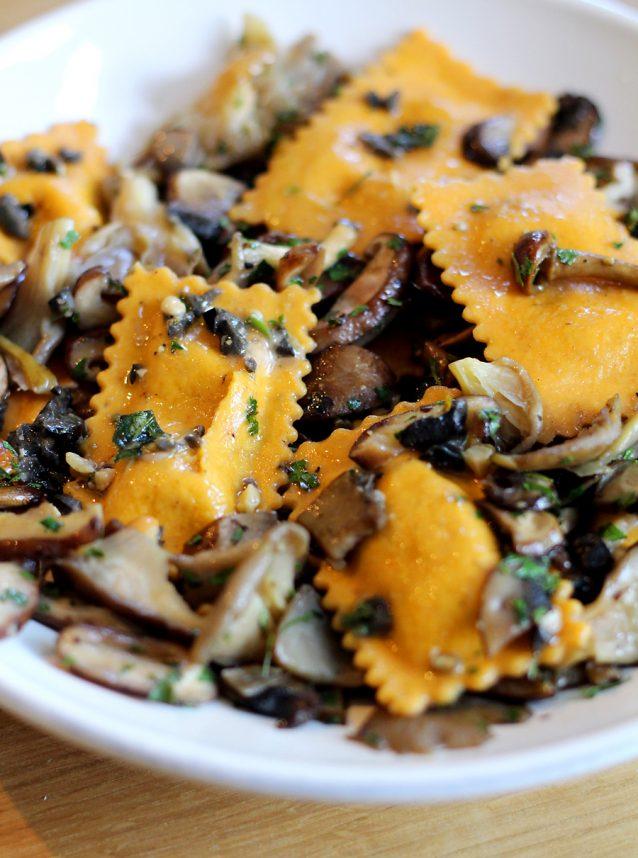 Pompoenravioli met pesto en paddenstoelen0003