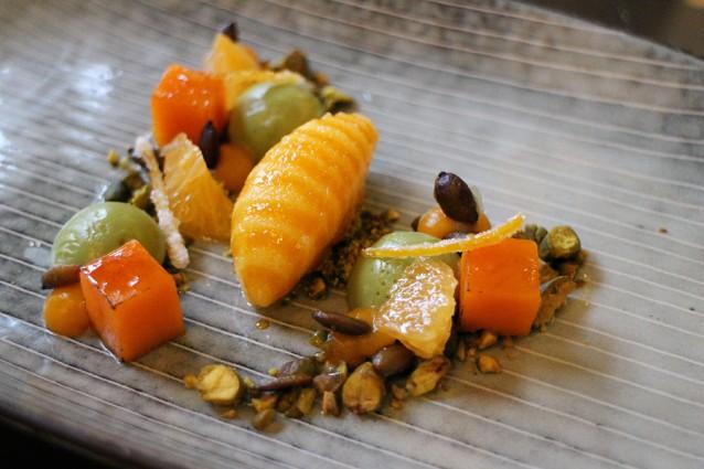 Mandarijnensorbet, pudding van pistache, zaden en noten, en geroosterde pompoen