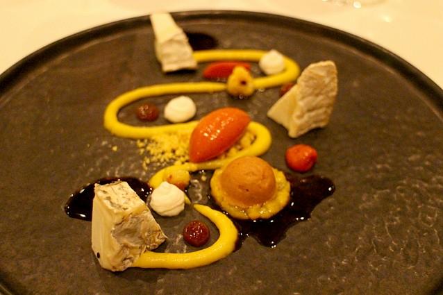 Geitenkaas met Antilliaanse stoba, paprikasorbet, piccalilly