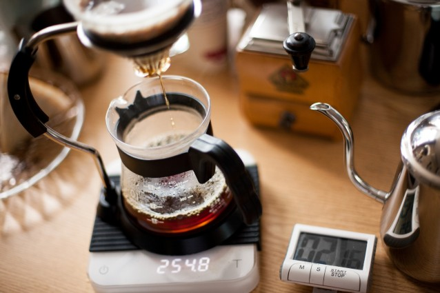 Specialty coffee brewing with pourover method