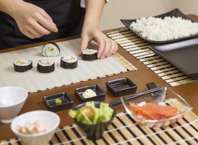 Zelf sushi maken stock