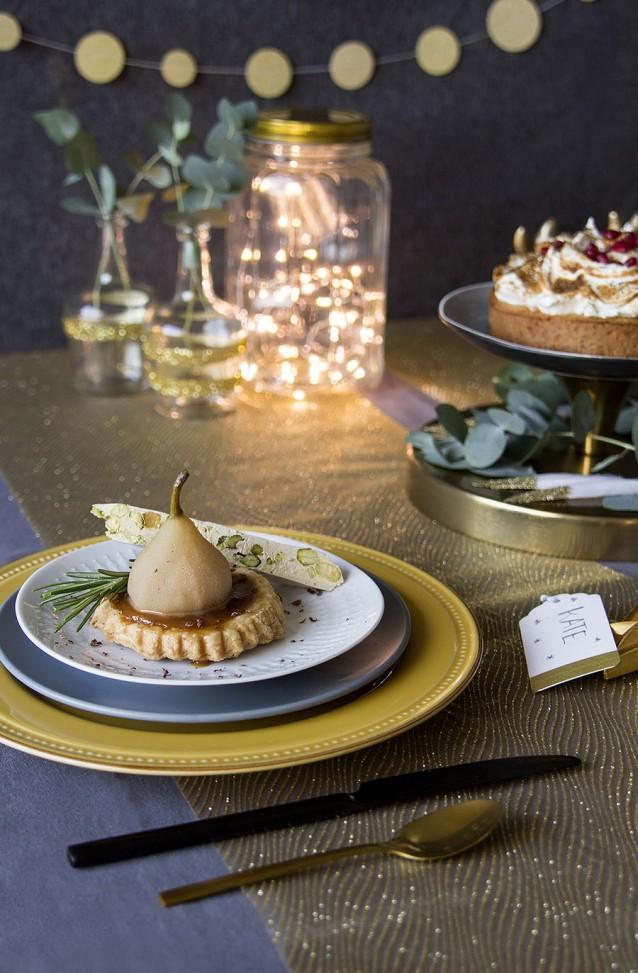 karameltaartjes met stoofperen en pistachenoga
