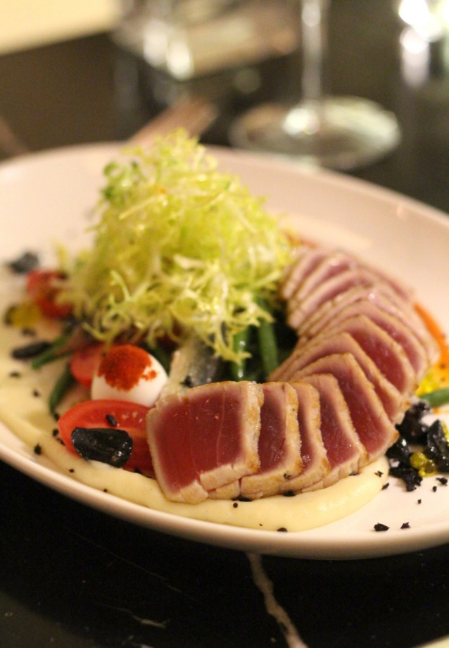 Salade Niçoise met yellowfin tonijn (£28)