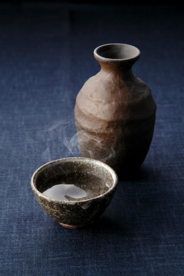 Sake in een tokurro en een o-choko