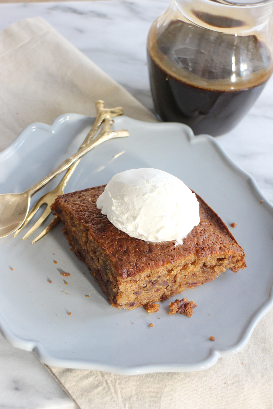 Sticky toffee pudding met ijs