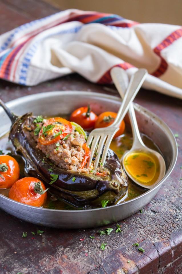 Turkse gevulde aubergine stock