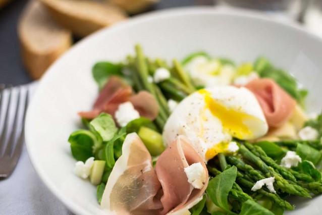 maaltijdsalade met groene asperges en rauwe ham6