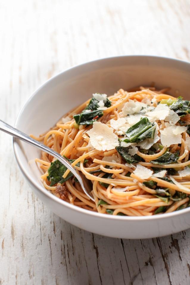 pasta met boerenkool spaghetti stock