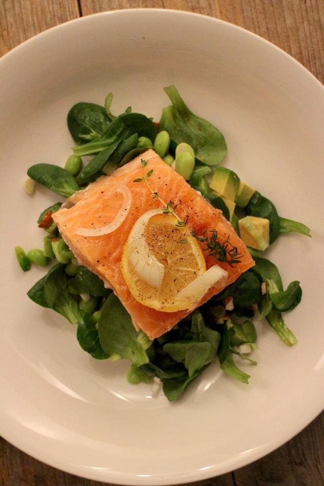 Zalm uit de oven met een japanse salade