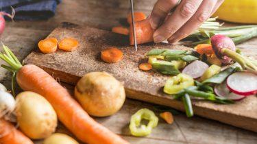 geld besparen groenten snijden