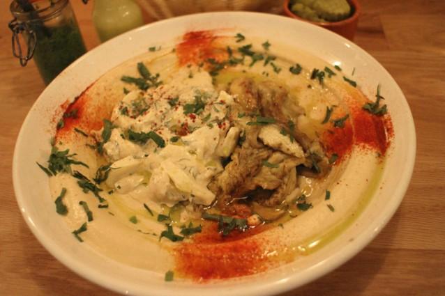 Hummus met geroosterde aubergine en tahin
