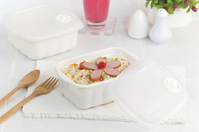 Fried rice with sausages in the clear microwave box