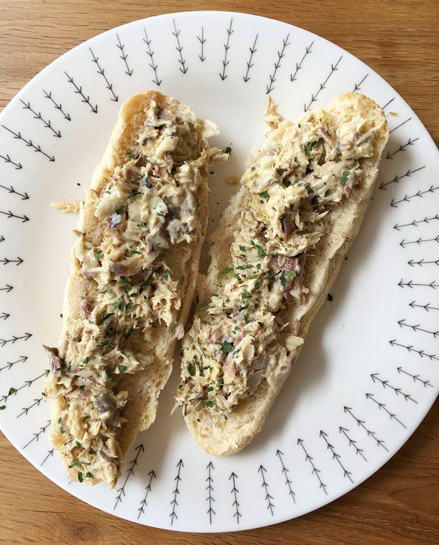 Supersnelle makreelsalade op brood