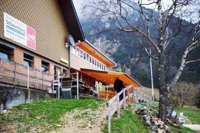 1. Bergrestaurant Schauenburg in Selzach, nabij de stad Solothurn in Zwitserland