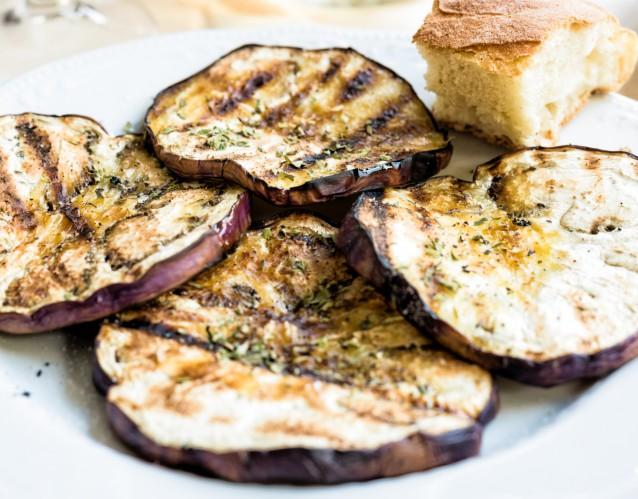 Stock aubergine grillen