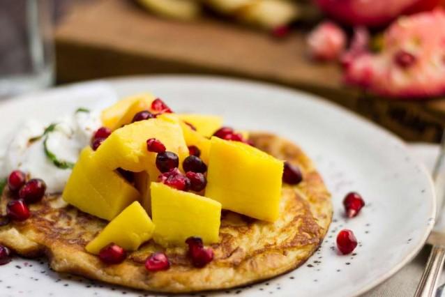 kwarkpannenkoekjes met mango en granaatappel