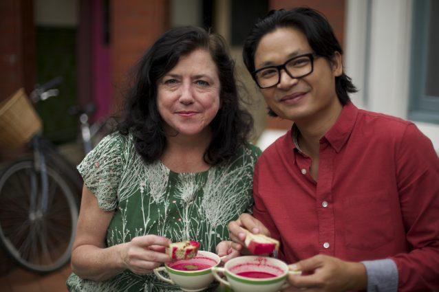 Luke Nguyen's United Kingdom. Gastronomische reiziger Luke Nguyen vliegt naar Groot- Brittannië om de levendige smaken te ontdekken die verborgen zijn in de drukke steden en het prachtige platteland van Engeland.