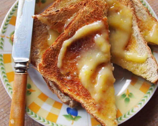 Toast met lemon curd boter