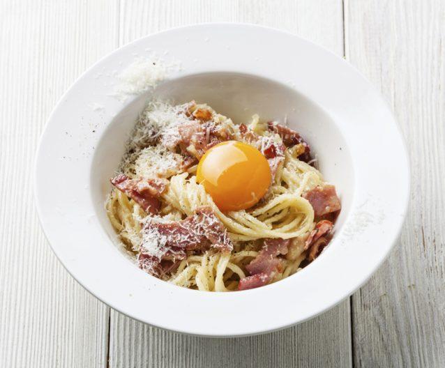 Pasta spaghetti carbonara stock2