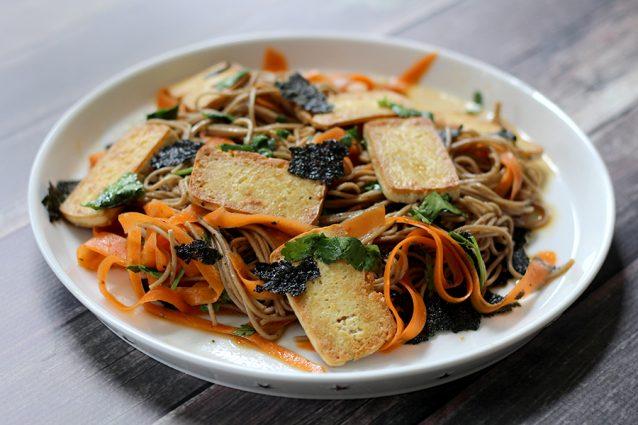 Soba noodles met tofu