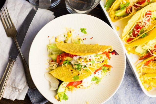 Tacos met avocado gegrilde paprika en zure room2