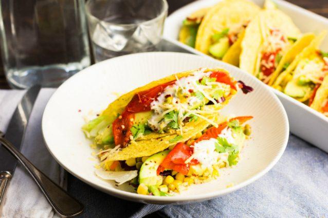 Tacos met avocado gegrilde paprika en zure room3