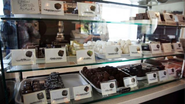 De huisgemaakte truffels en luxe bonbons gaan perfect samen met The Best Hot Chocolate