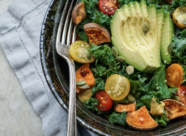 Boerenkool salade met avocado stock