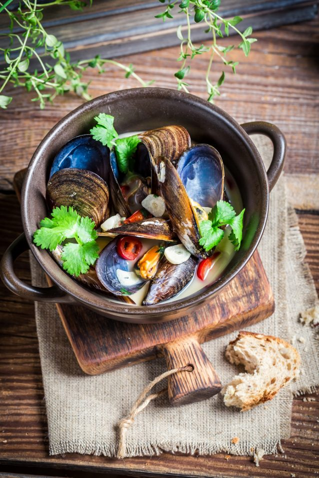 Tasty mussels with garlic and red peppers