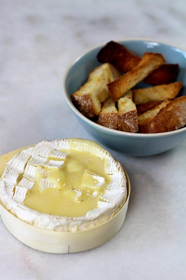 camembert kaasfondue met broodsoldaatjes1