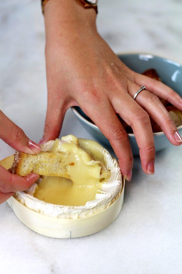 camembert kaasfondue met broodsoldaatjes2