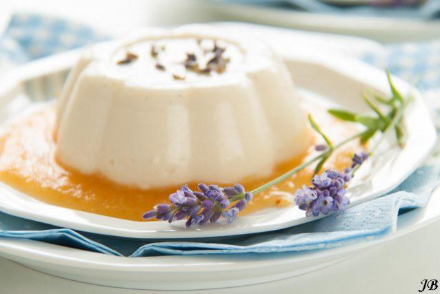 Lavendel panna cotta met perzik