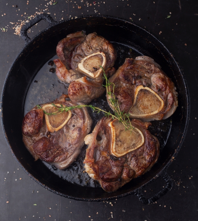 Roast beef ossobuco in a frying pan