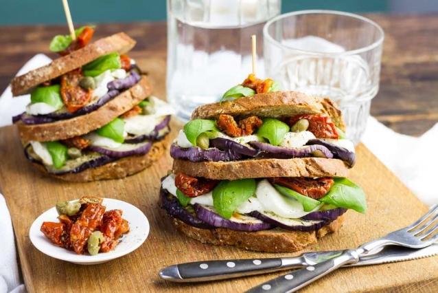 mediterrane-sandwiches-met-aubergine