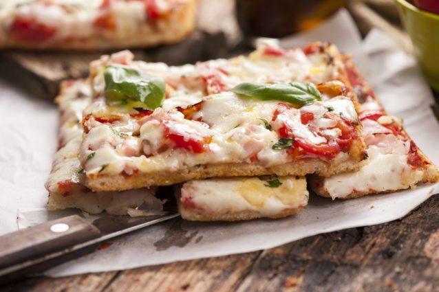 pizza al taglio stock