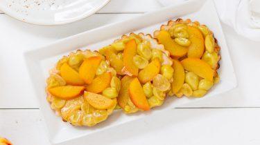 tarte tatin met druiven en nectarine