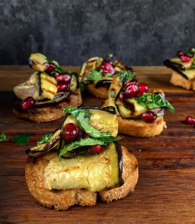 Crostini met aubergine munt