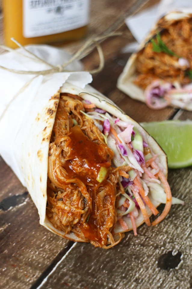 Slowcooker-pulled-chicken-wraps-met-coleslaw2